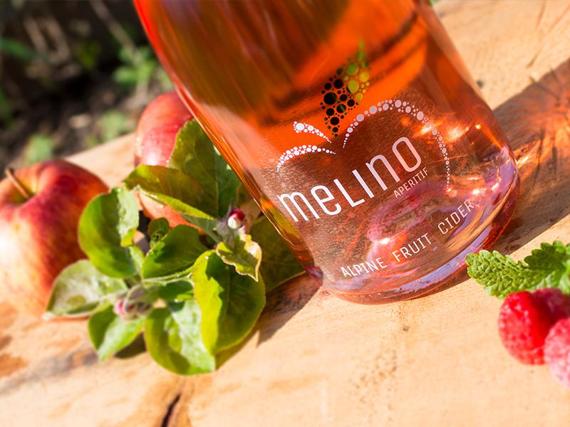 Nahaufnahme einer Flasche Melino.